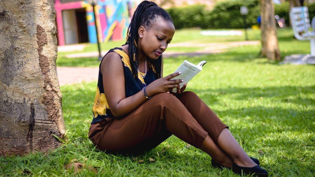 Reading Girl_ IBINTU 4 NIGIYE MU GUSOMA