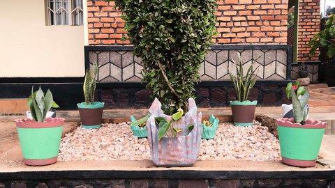 Vase girl3.jpg